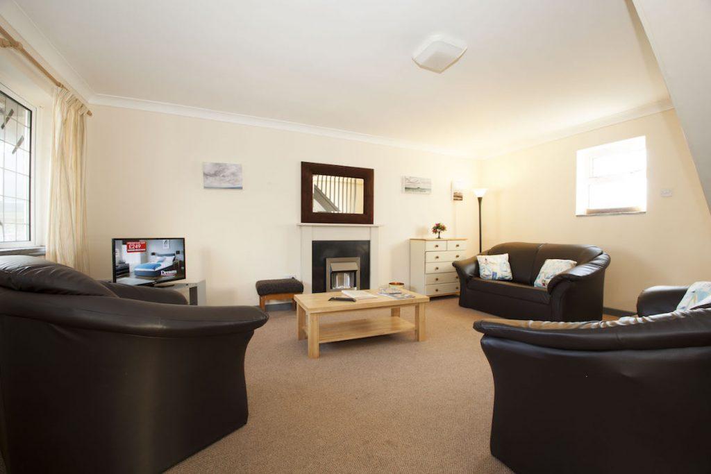 Gwylam Lounge1